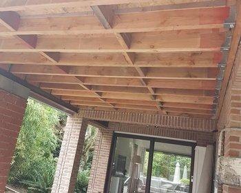 Houten roostering plat dak